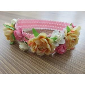 Rózsaszín alapon fehér-barack virágos kislány hajpánt
