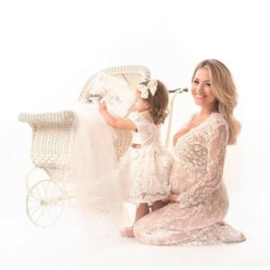 Hófehér, csipkés kismama ruha fotózásra