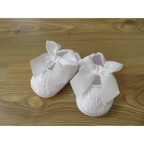 Hófehér, csipkés szatén kislány cipő - masnival (16)