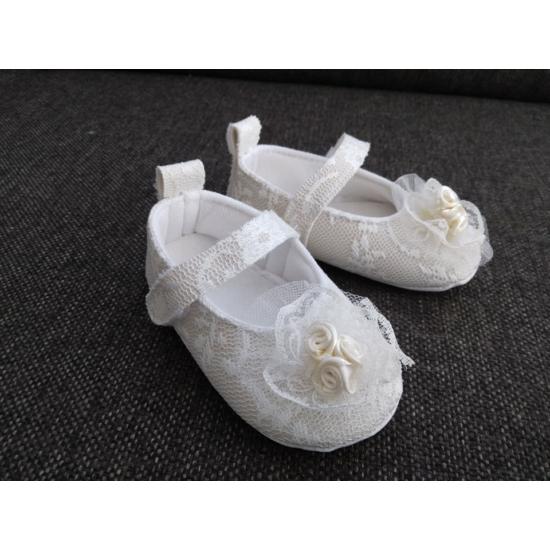 Ekrü, csipkés kislány cipő - díszdobozban