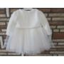 Kép 2/6 - Törtfehér kislány ruha boleróval, barack kitűzővel