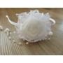 Kép 2/5 - Hófehér csipkés, gyöngyös kislány hajpánt/hajráf