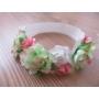 Kép 1/3 - Fehér alapon fehér-rózsaszín virágos hajpánt